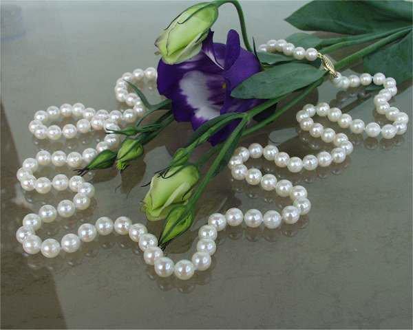 Огърлица от естествени перли и седеф- от о-в Майорка