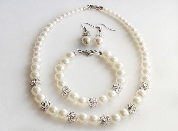 Бижута от естествени перли.