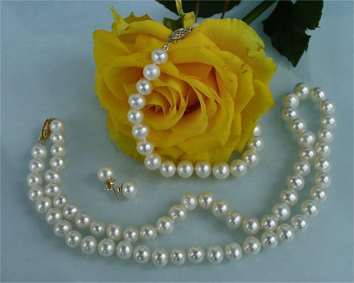 Комплект огърлица, гривна и обеци от естествени перли от о-в Майорка ръчна изработка