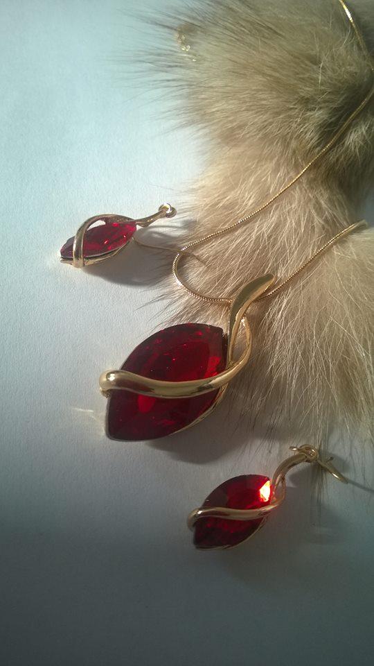 Комплект за Вас дами от Сваровски елементи -метал на комлекта бижута стомана