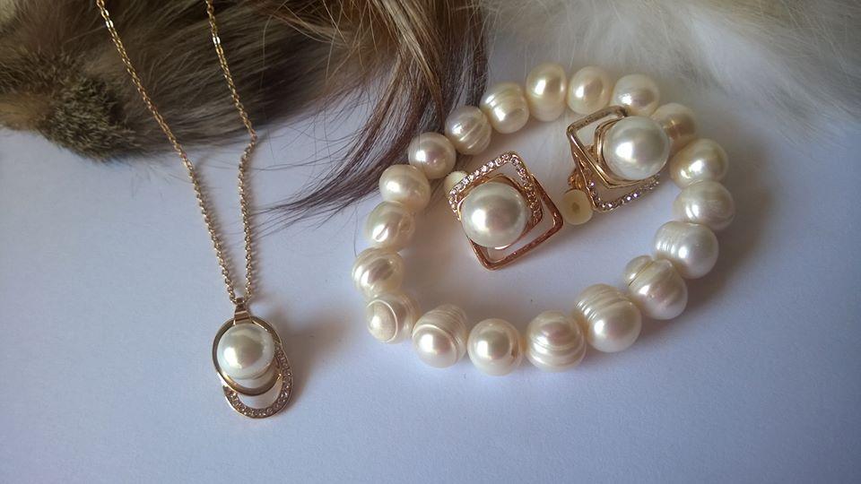 Колие и обеци от естествени перли със Сваровски елементи