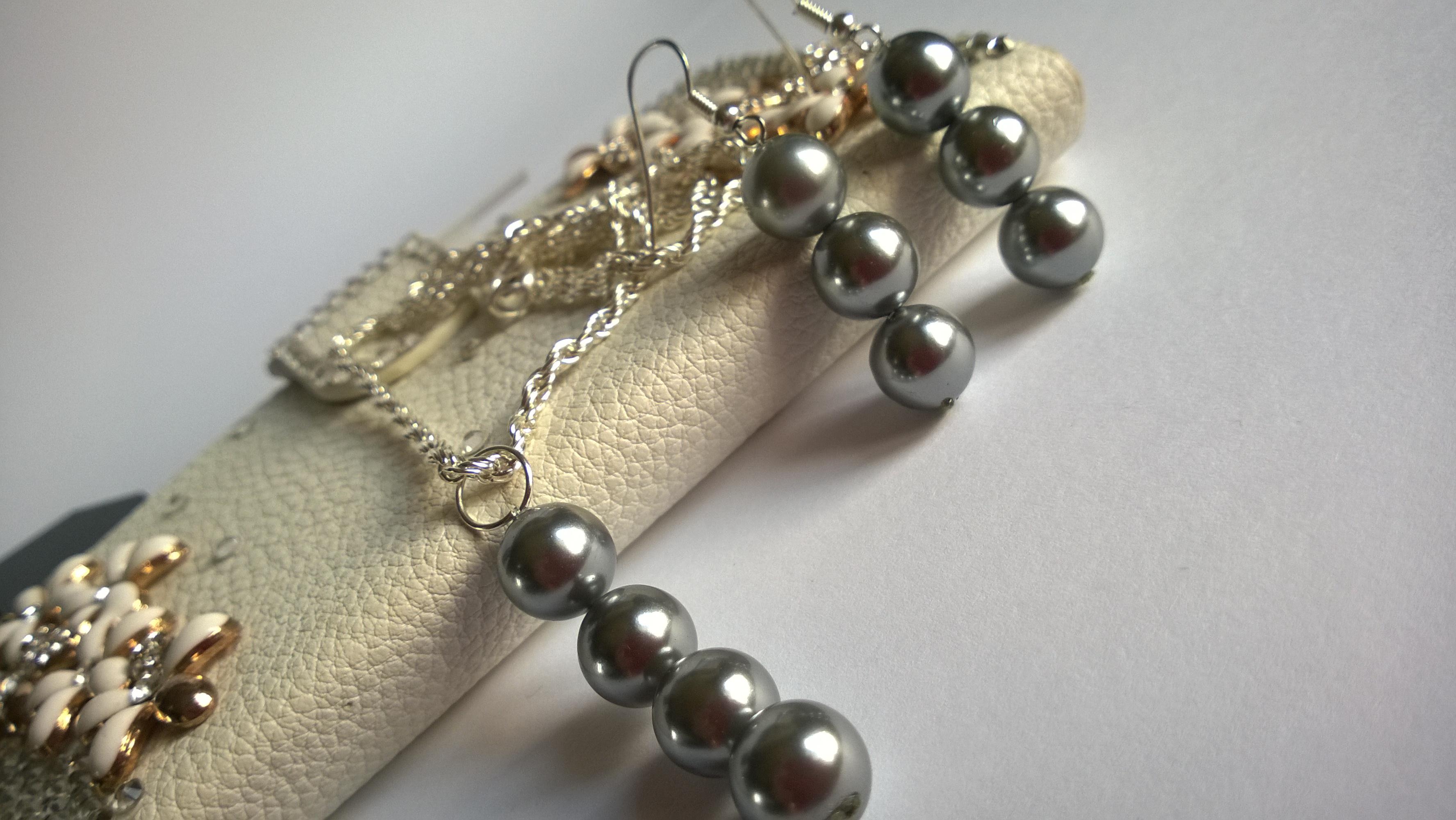 Колие и обеци от естествени морски перли от о-в Майорка със Сваровски елементи