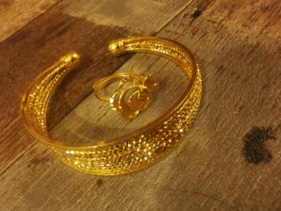 Гривна и пръстен от стомана с регулация.Уникална имитация на истинско злато.