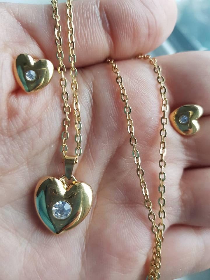 Колие и обеци сърце от стомана и Сваровски елементи- никога не променя цвета си.Уникална имитация на истинско злато