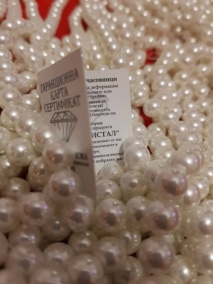 Огърлица,гривна и обеци от естесвени перли.Получавате подарък бижу изнанада+целия комплект от снимката