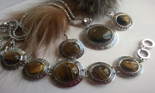 Комплект бижута от естествени камъни.Колие,обеци,и гривна от ТИГРОВО ОКО