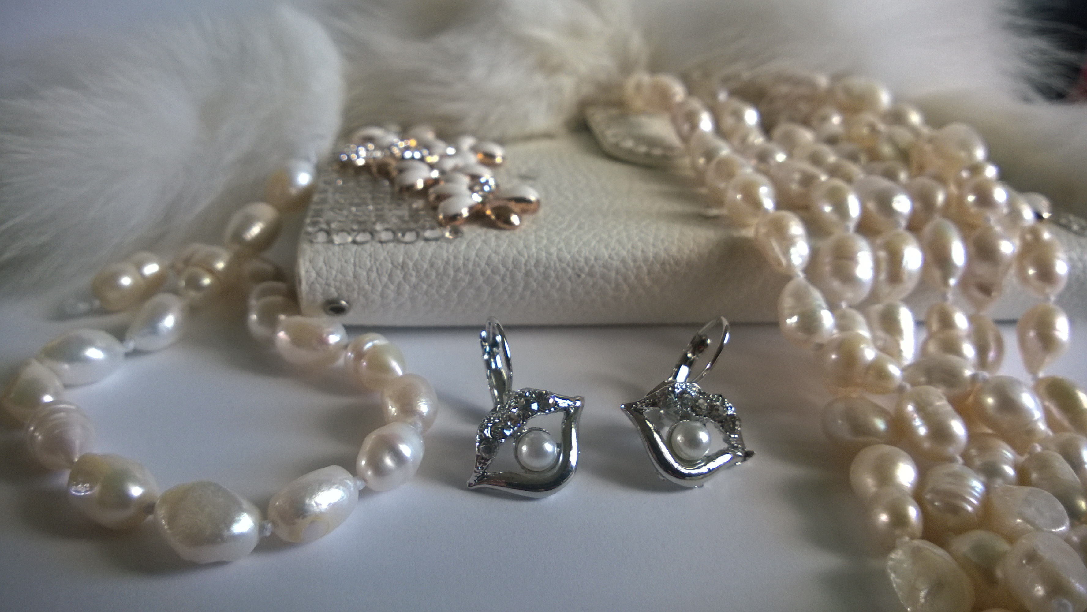 Гривна,обеци и огърлица от естествени перли от о-в МАЙОРКА