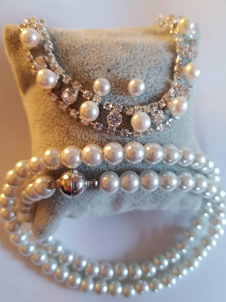 Колие обеци и гривна от естествени перли и Сваровски елементи със сертификат