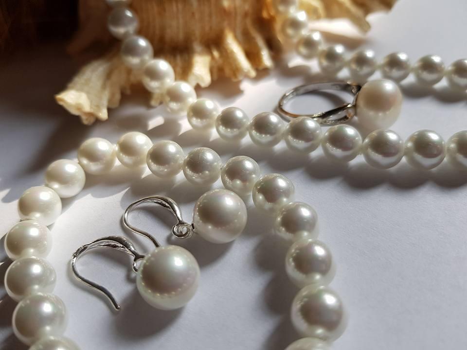 Колие обеци гривна и пръстен от естествени бели перли.С гаранция и сертификат.