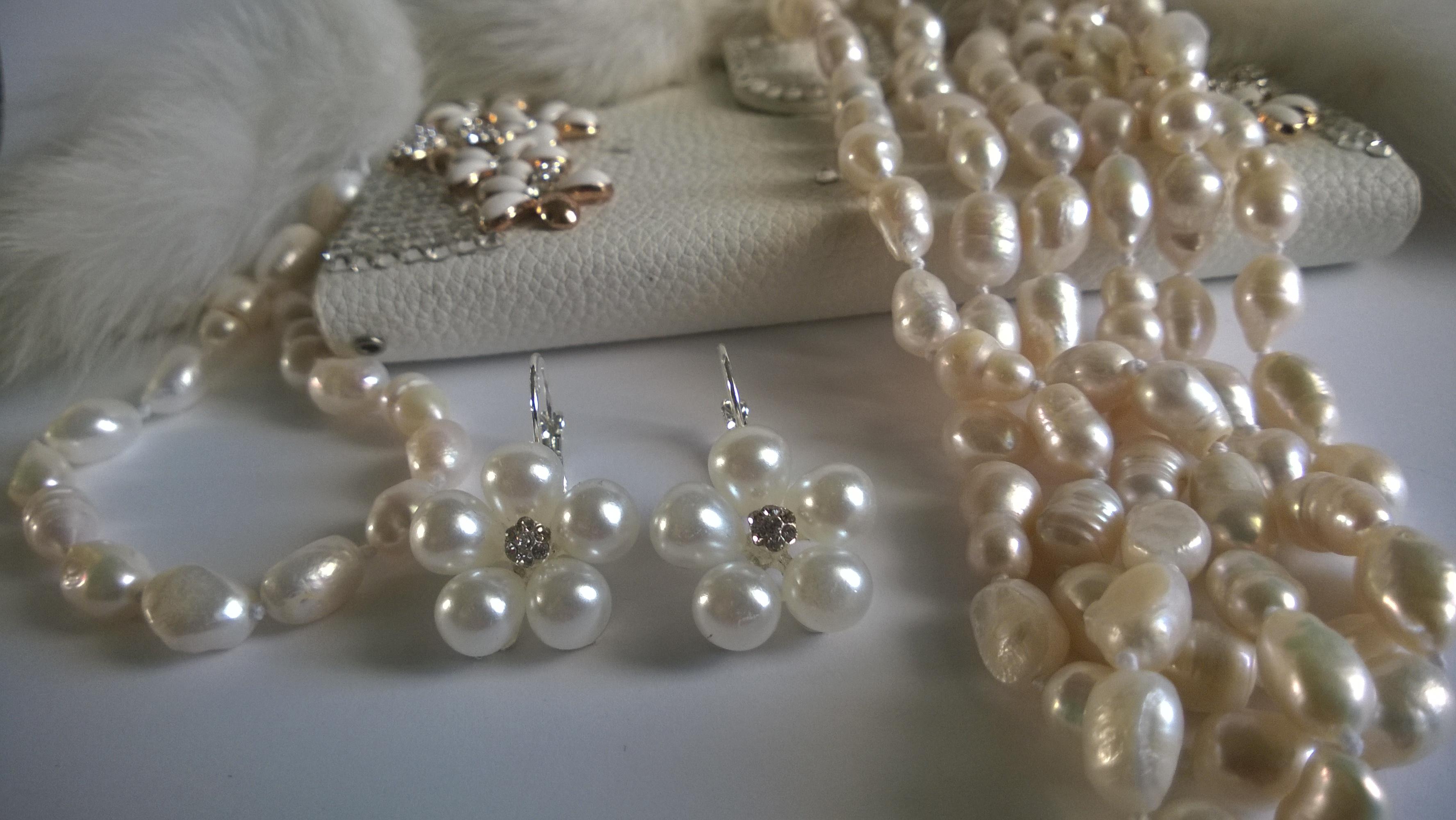 Огърлица, гривна и обеци от естествени перли и Сваровски елементи