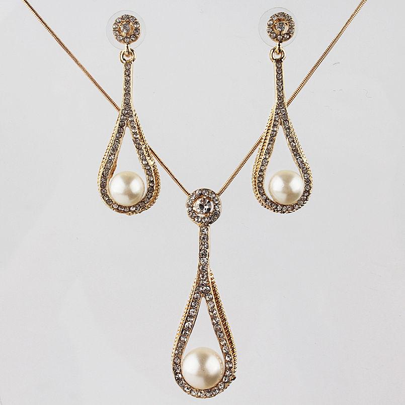 Колие и обеци от златно покритие и естествена морска перла