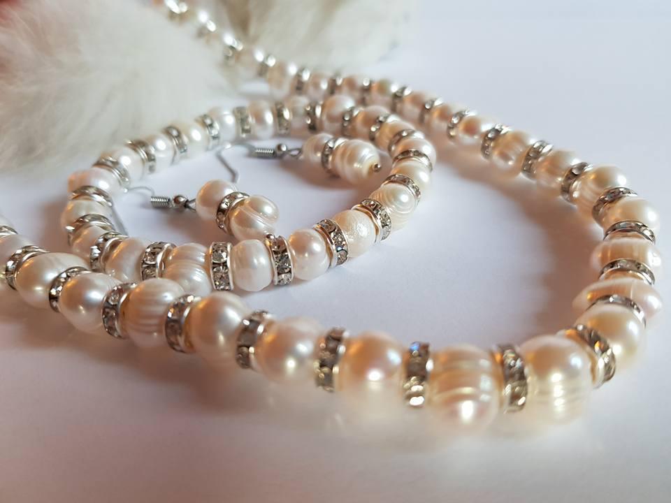 Огърлица гривна и обеци от 100%Естествени перли с гаранция и сертификат.Перлите можете да ги жулите с нож  нищо им няма