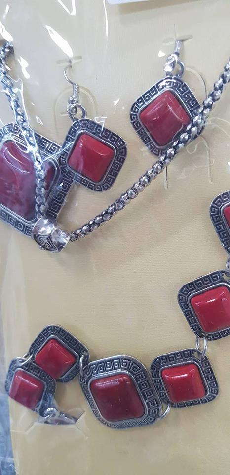 Колие обеци и гривна от естесвени камъни-КОРАЛ