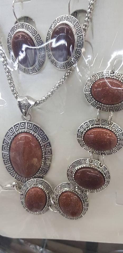 Колие обеци и гривна от естесвени камъни-АВАНТЮРИН