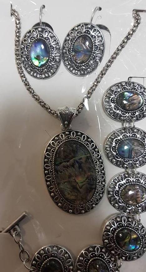 Комплект колие обеци и гривна от естествени камъни много цветен седеф