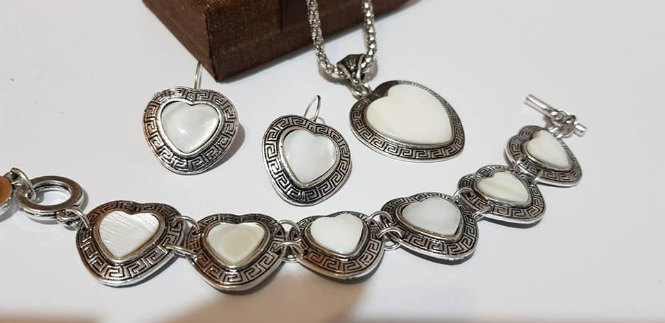 Комплект от естествени камъни-бижута бял седеф