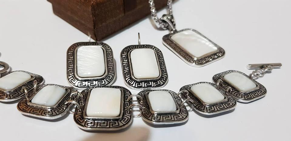 Комплект от естествени камъни БЯЛ СЕДЕФ за здраве късмет,любов  и пари за всички зодии
