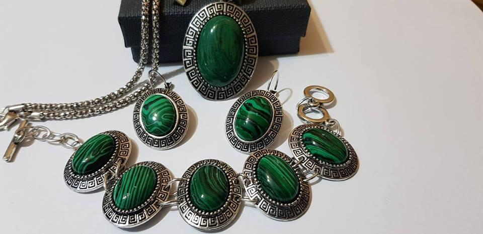 Комплект от естествени камъни мелахит за здраве и пари
