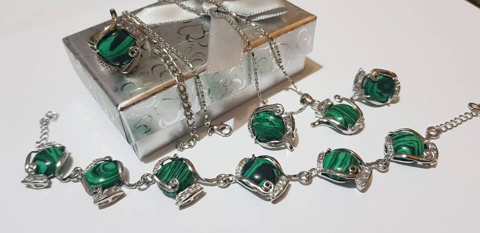 Колие обеци гривна и пръстен с регулация от естествени камъни-мелахит за здраве и пари