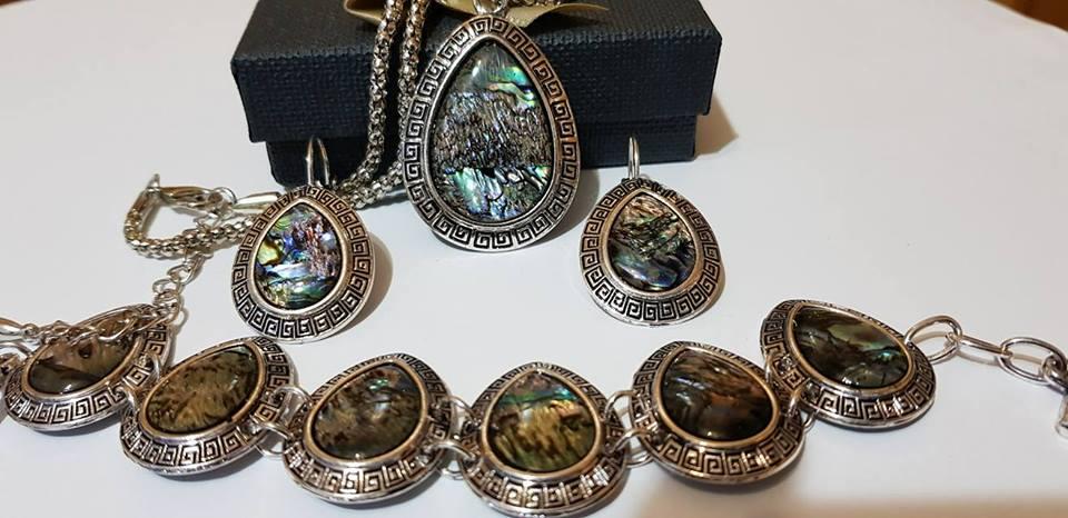 Комплект от естествени камъни за здраве любов и пари цветен седеф