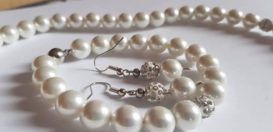 Колие обеци и гривна от естествени перли със сертификат и гаранция