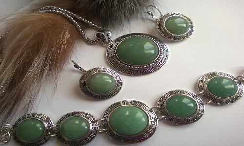Комплект от естествени камъни нефрит