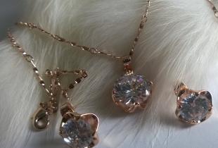 Колиета и обеци от стомана и кристали-Сваровски елементи