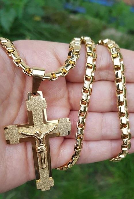 Бижута.Ланец и кръст от стомана.Уникална имитация на истинско злато.