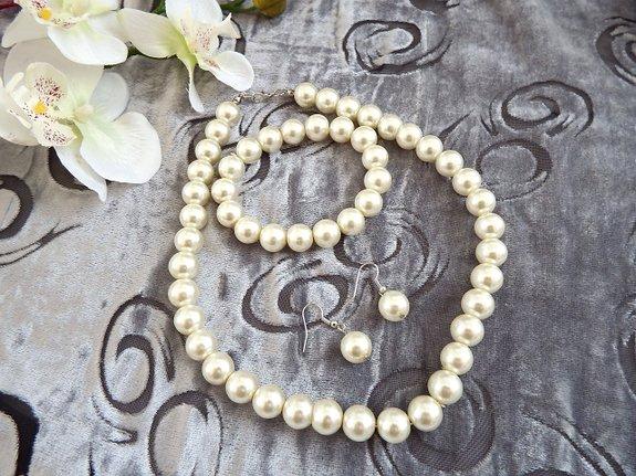 Колие,(огърлица) обеци и гривна от естествени перли