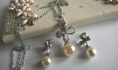 Колие и обеци от Култивирани перли