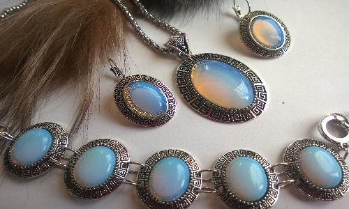 Комплект от естествени камъни лунен камък