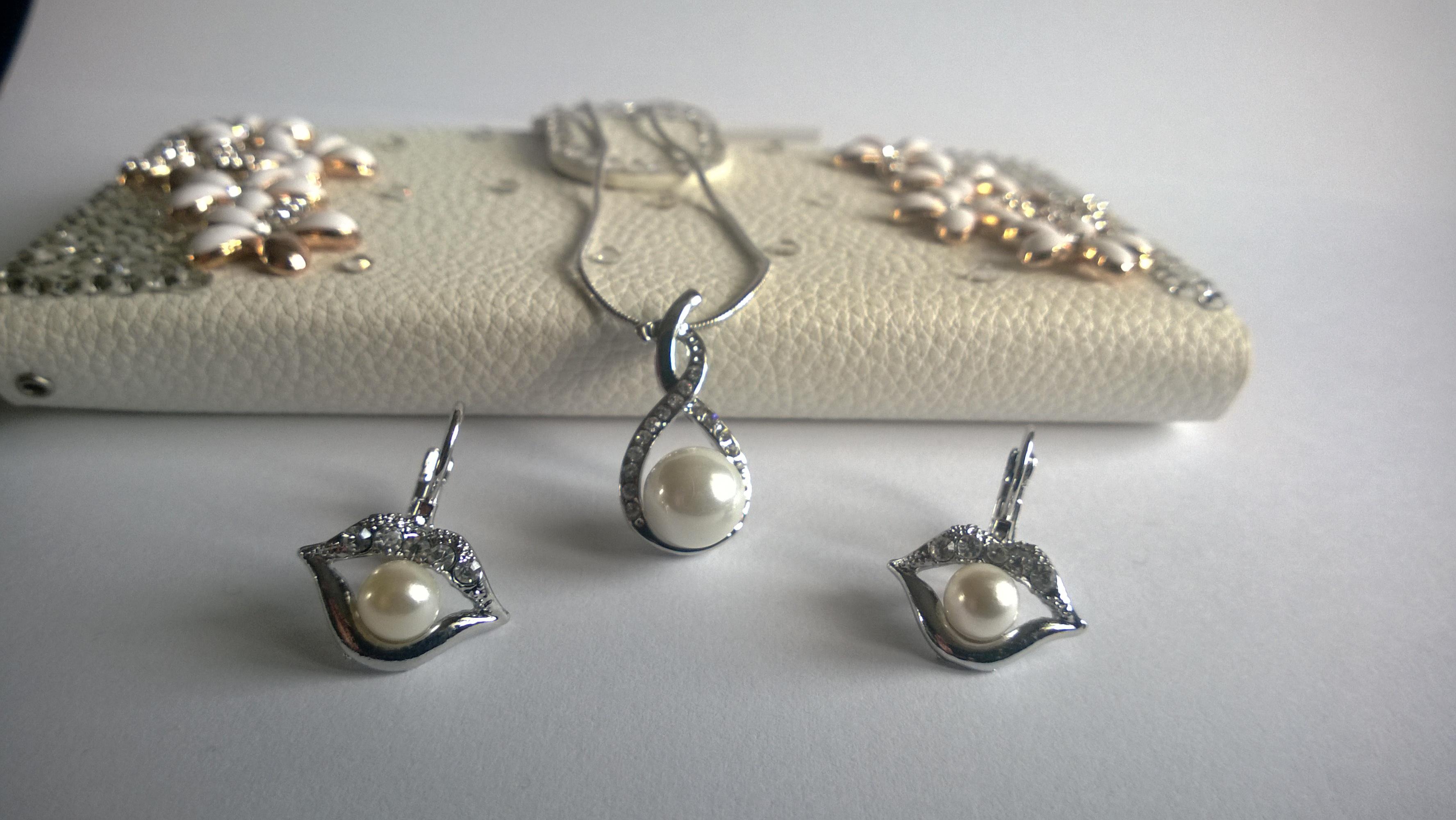 Колие и обеци от естествени перли, Сваровски елементи и стомана