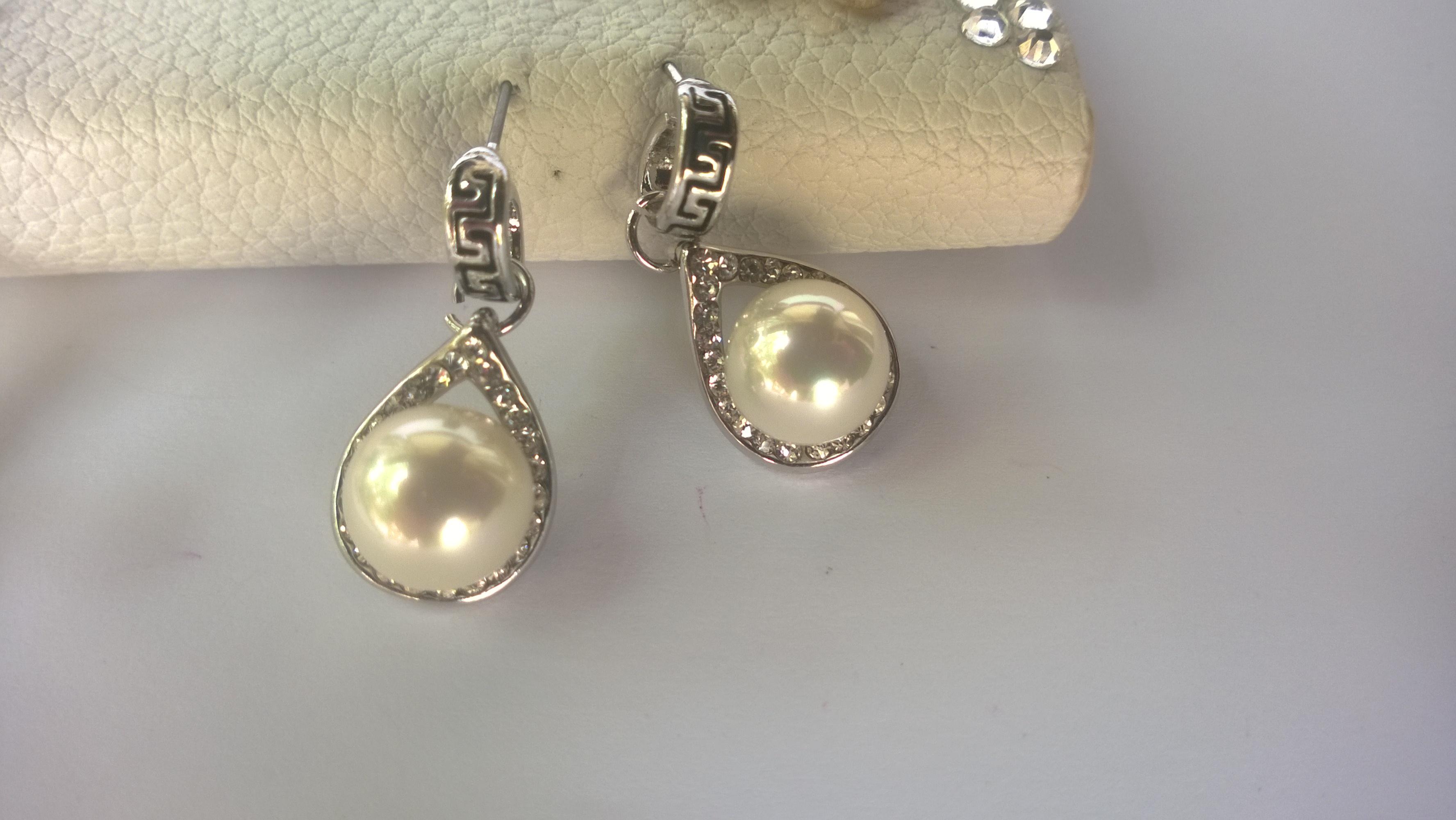 Обеци  от перли и стомана-бижута с перли