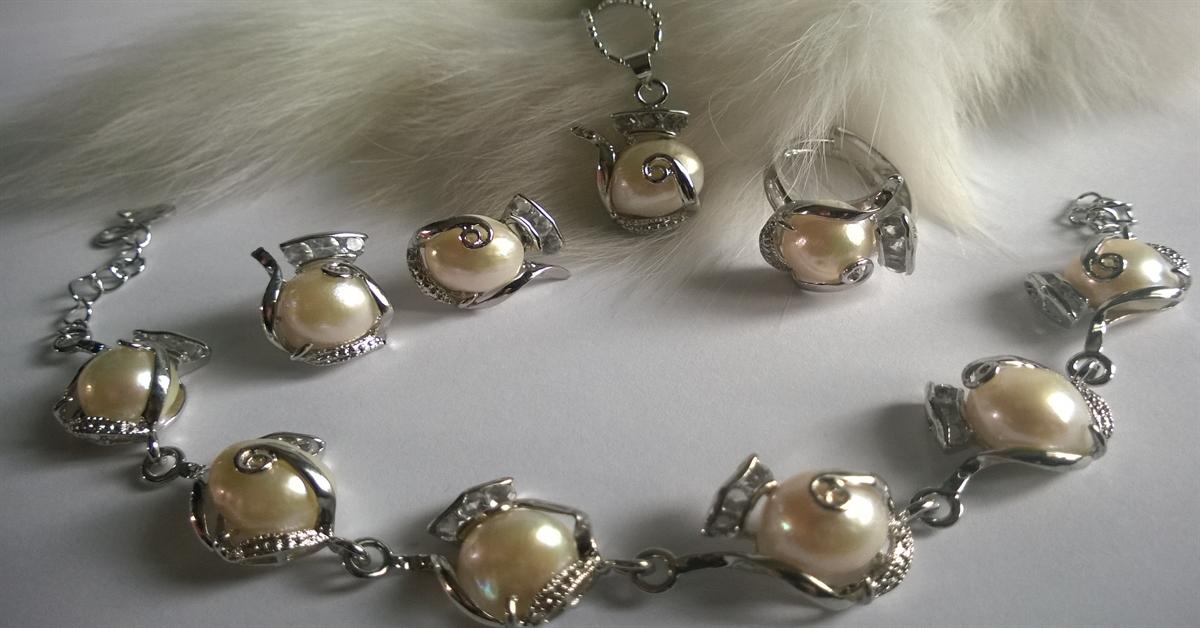 КОЛИЕ ОБЕЦИ ГРИВНА  и пръстен от естествени перли комплект с гаранция