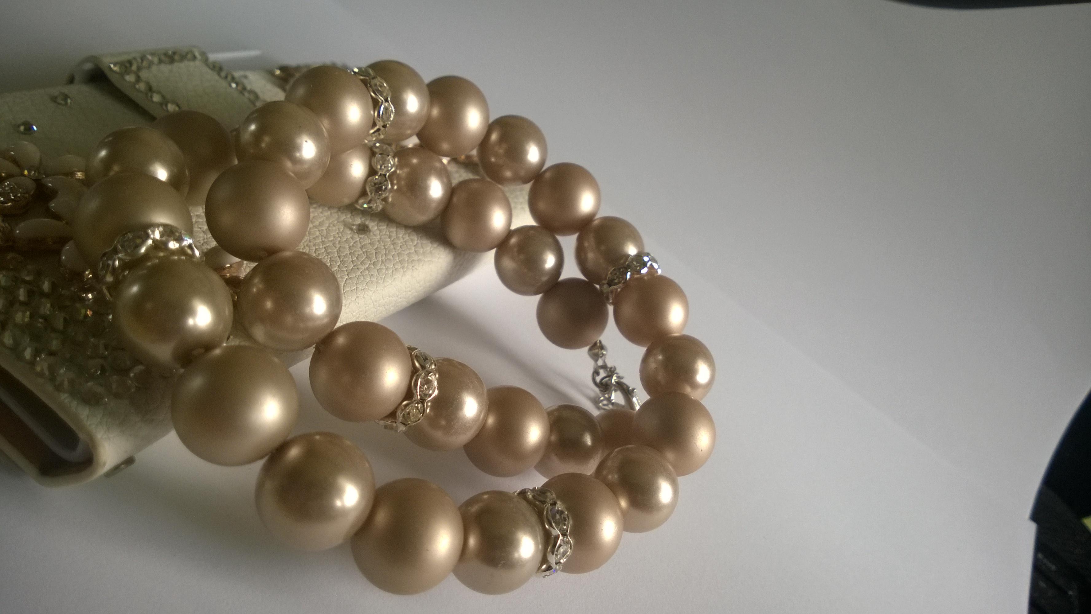 Колие от естествени перли-бижутата за всяка жена