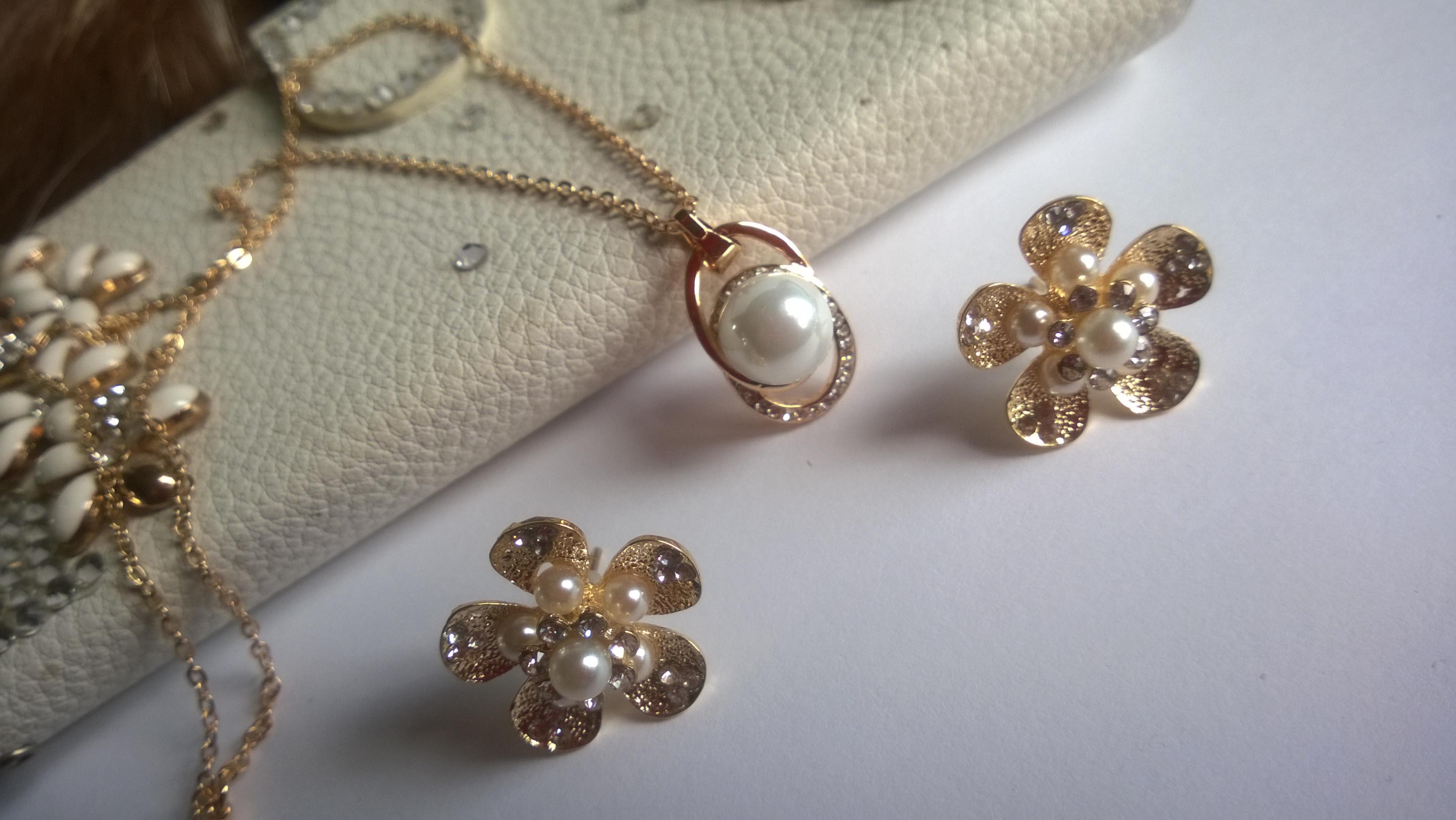 Колие и обеци от естествени перли -бижута 7