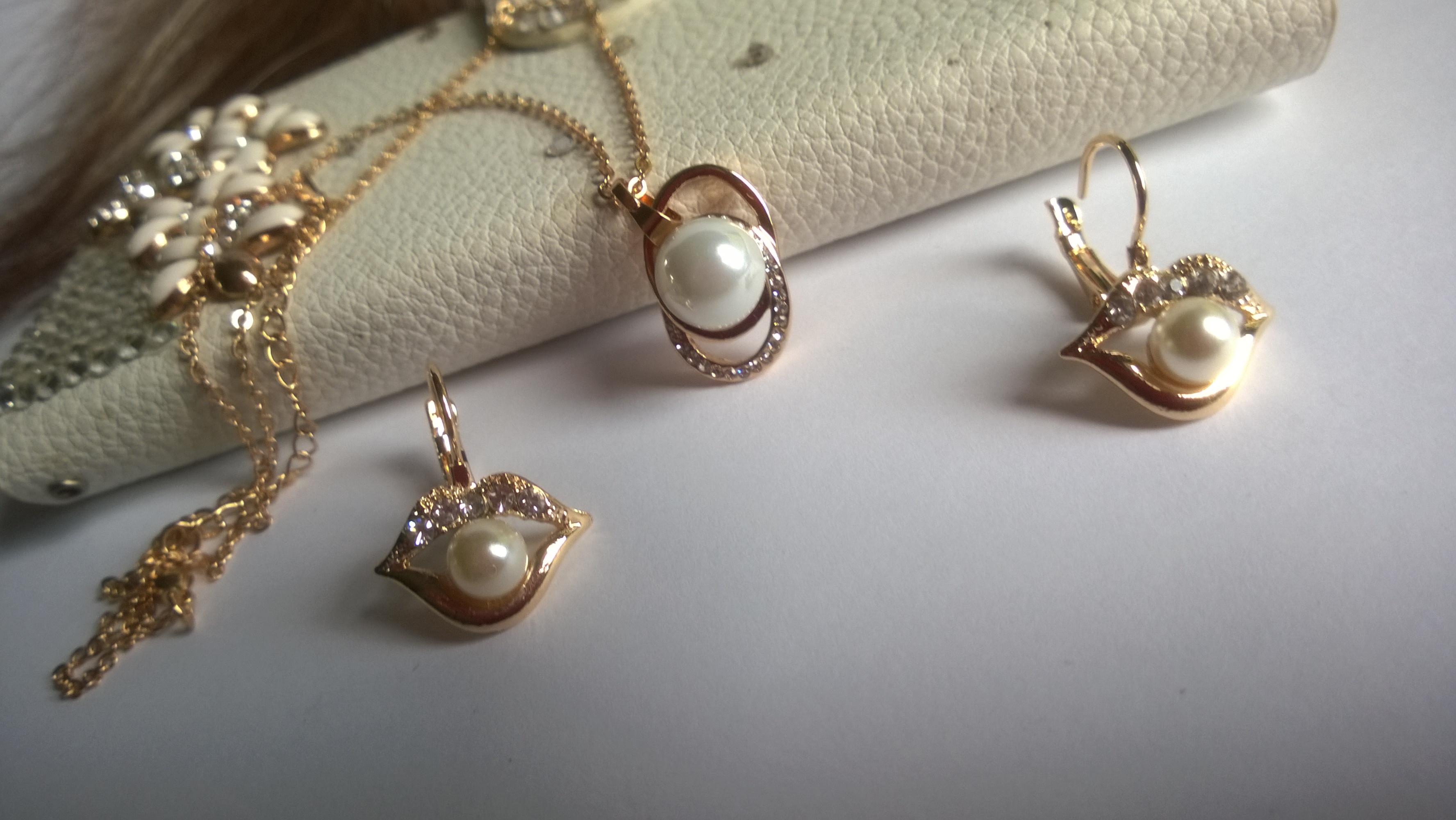 Колие и обеци от естествени перли 1