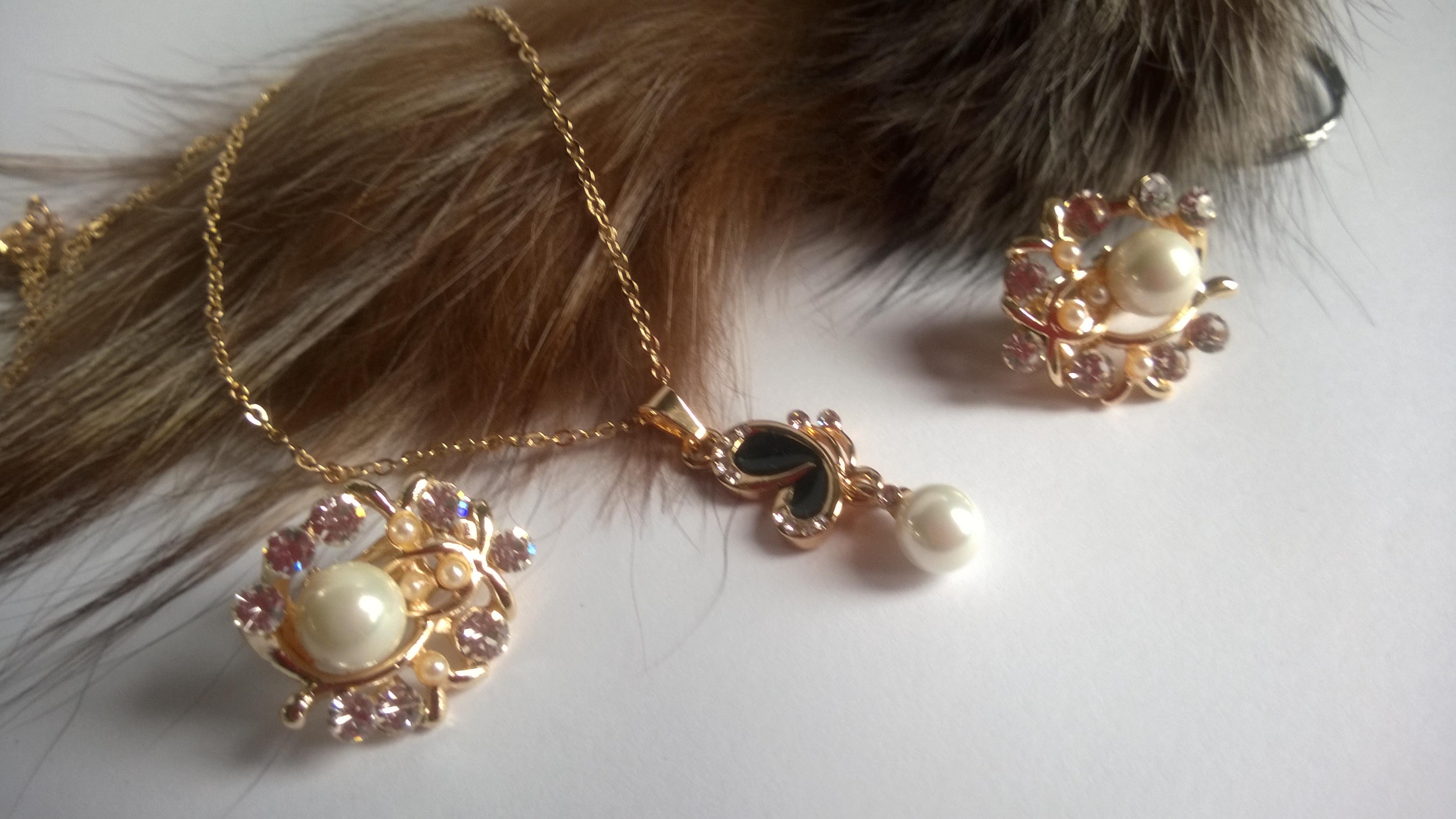 Колие и обеци от естествени перли -бижута 2
