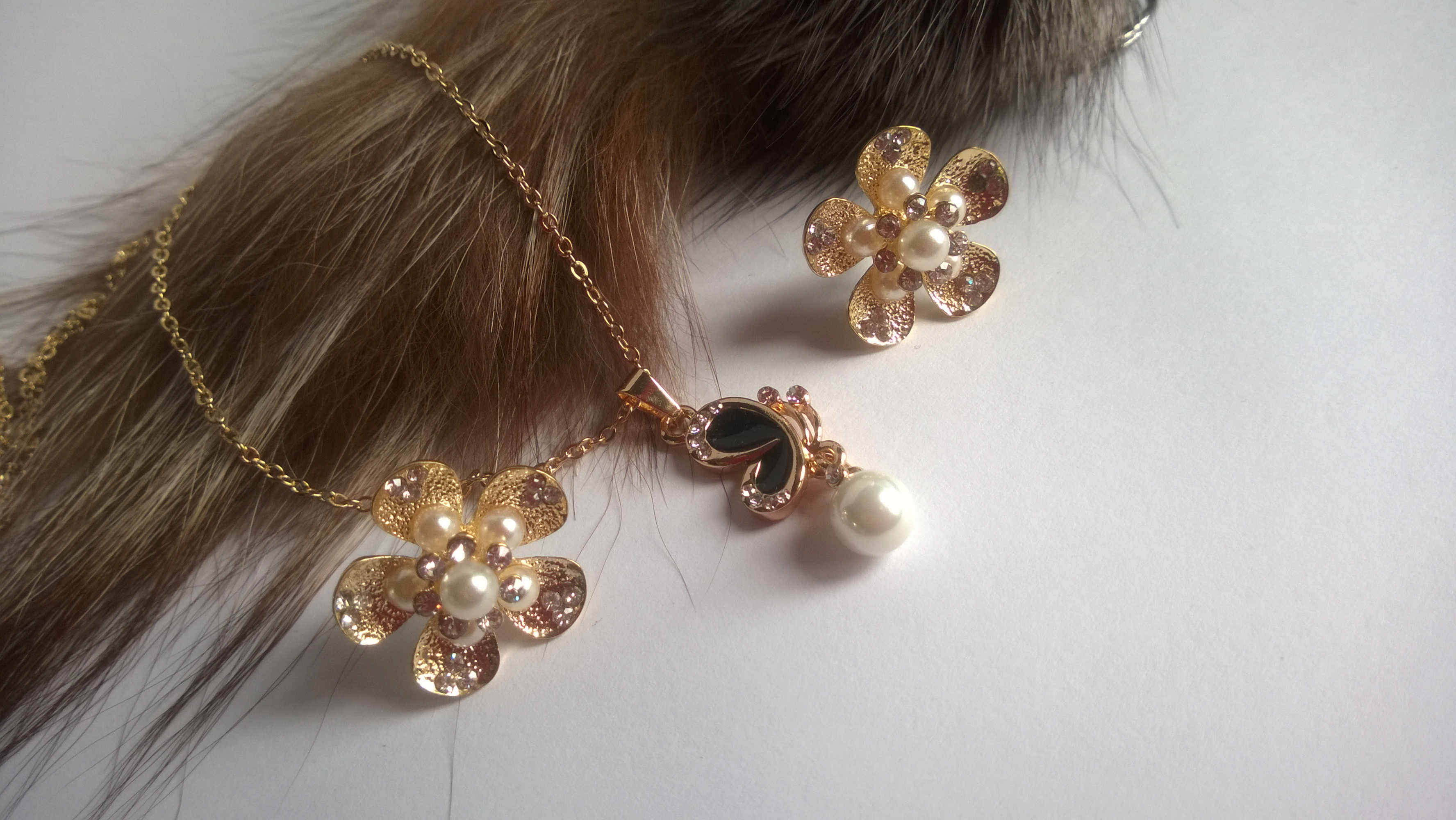 Колие и обеци от естествени перли -бижута 12