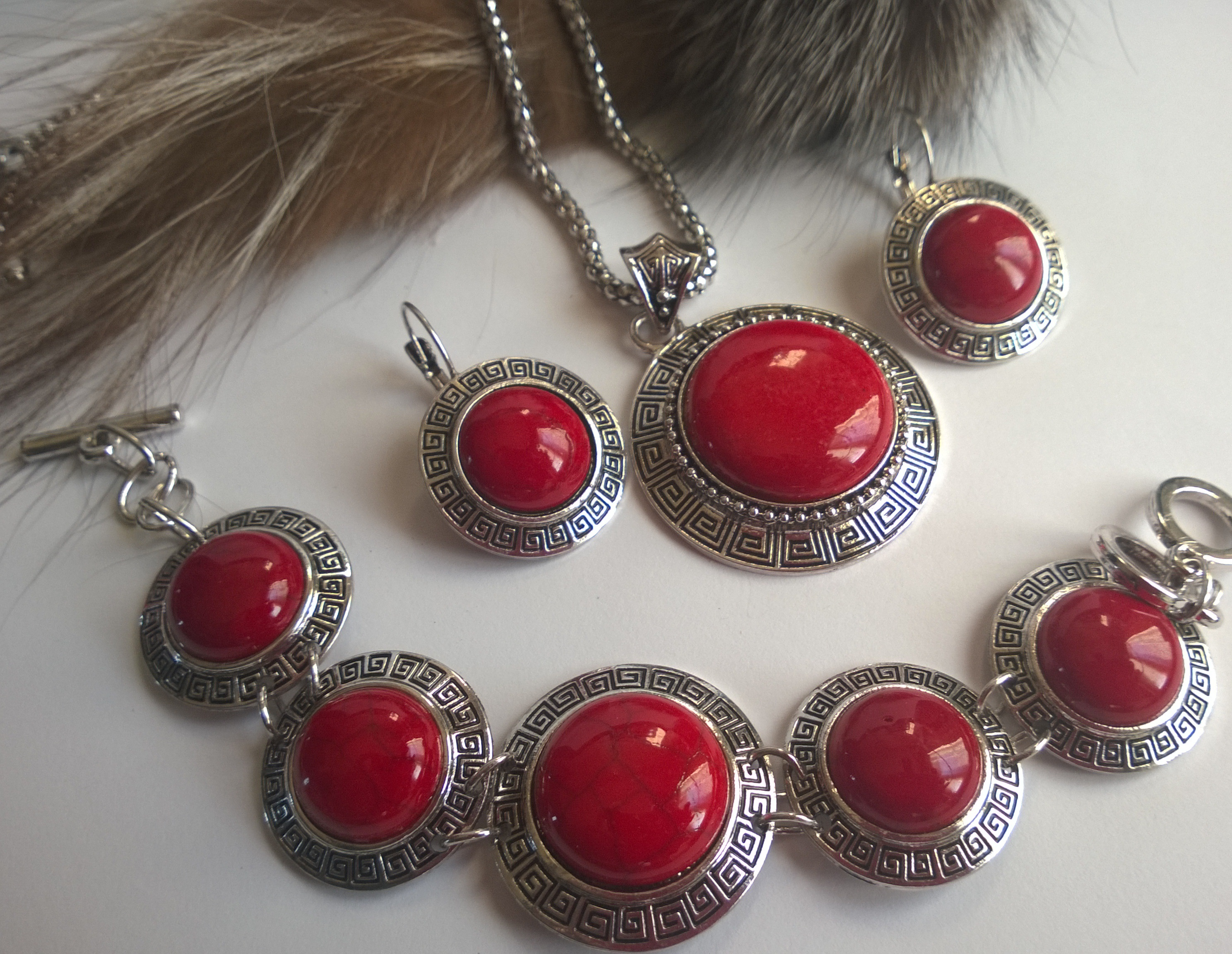 Коли обеци и гривна от естесвени камъни червен тюркоаз