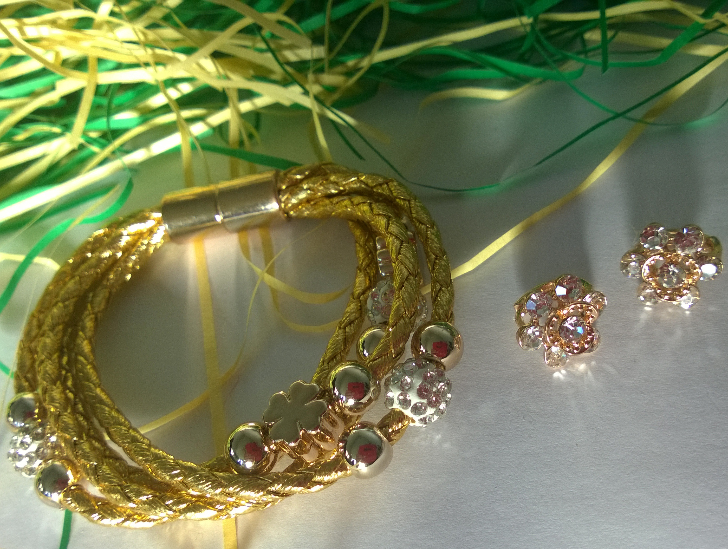 Гривна и обеци от златно покритие и Сваровски елементи