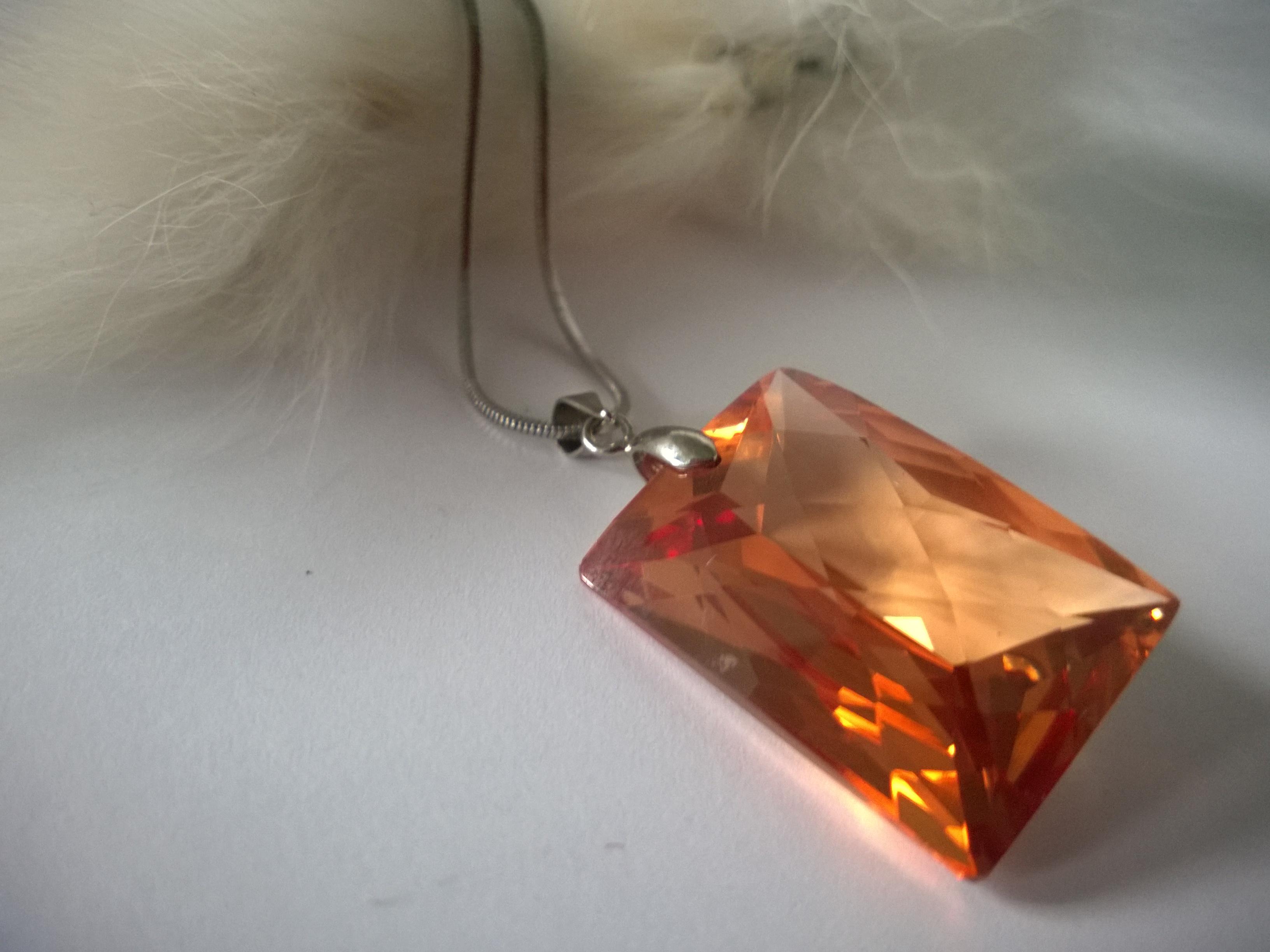 Колие от стомана с кристали