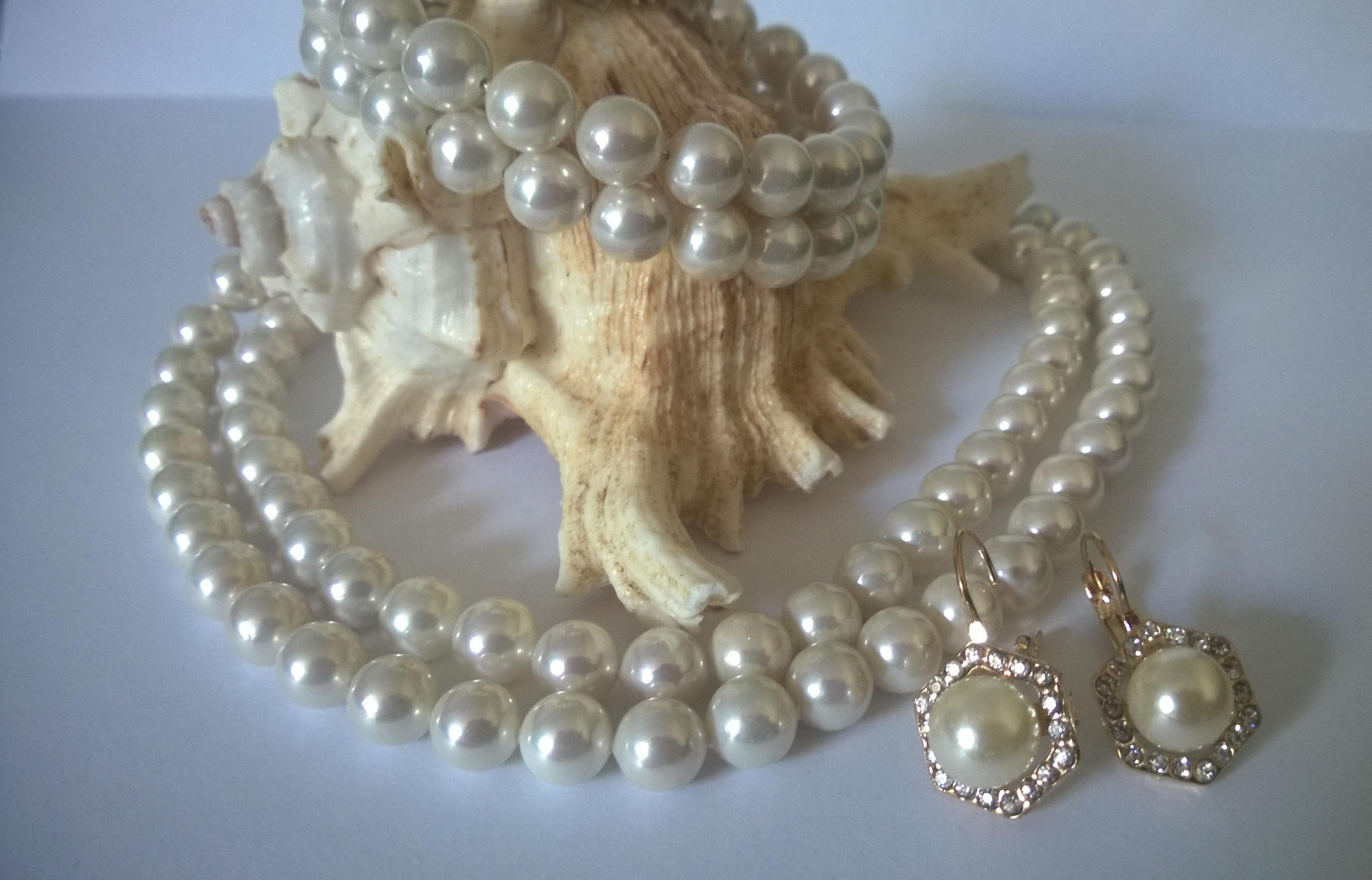 Комплекти колие,обеци и гривна  от естествени перли от о-в Майрка