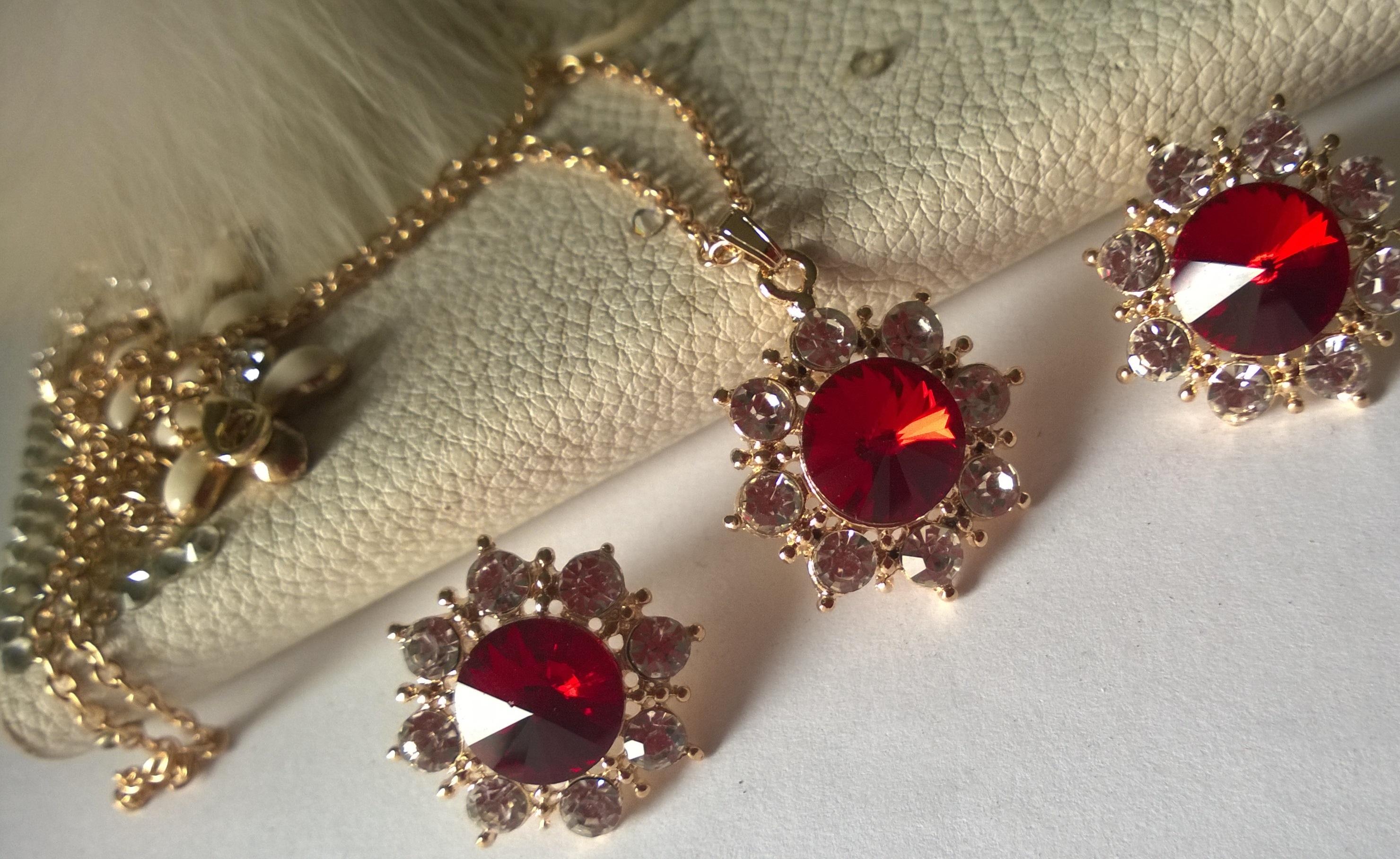 Колиета и обеци от  и кристали