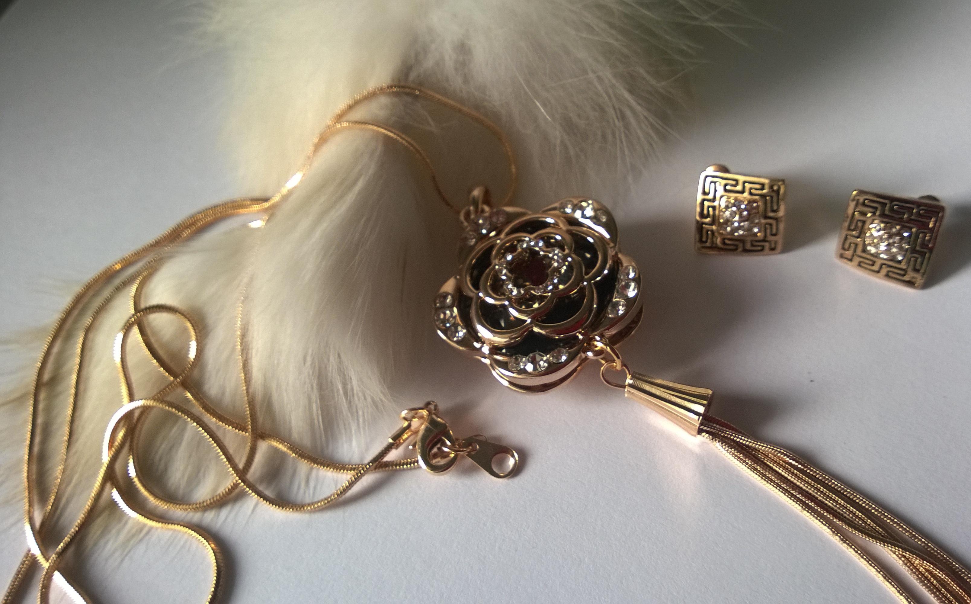 Колиета и обеци от Сваровски елементи и стомана