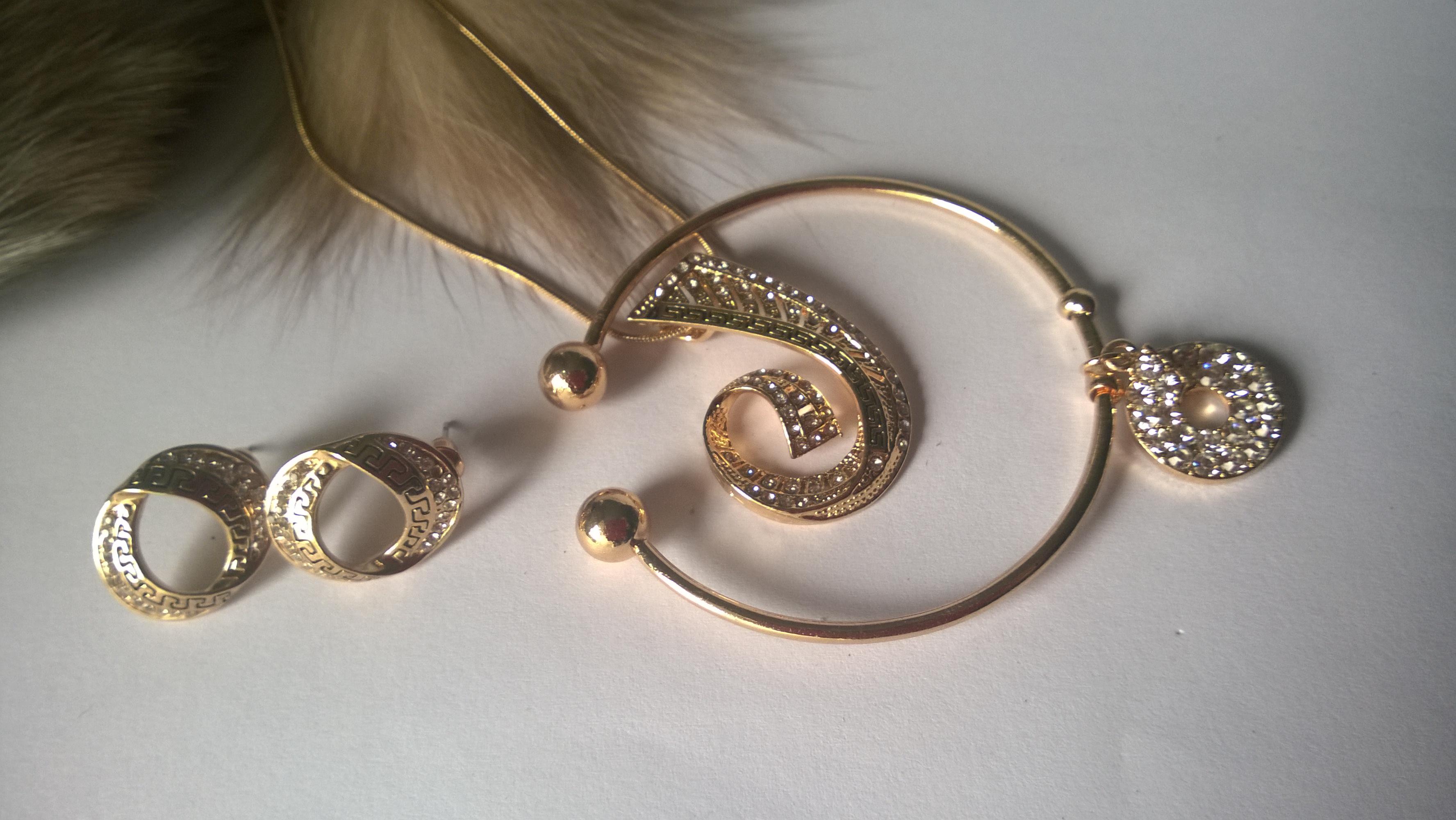 Колиета,обеци и гривна от стомана с кристали Сваровски елементи