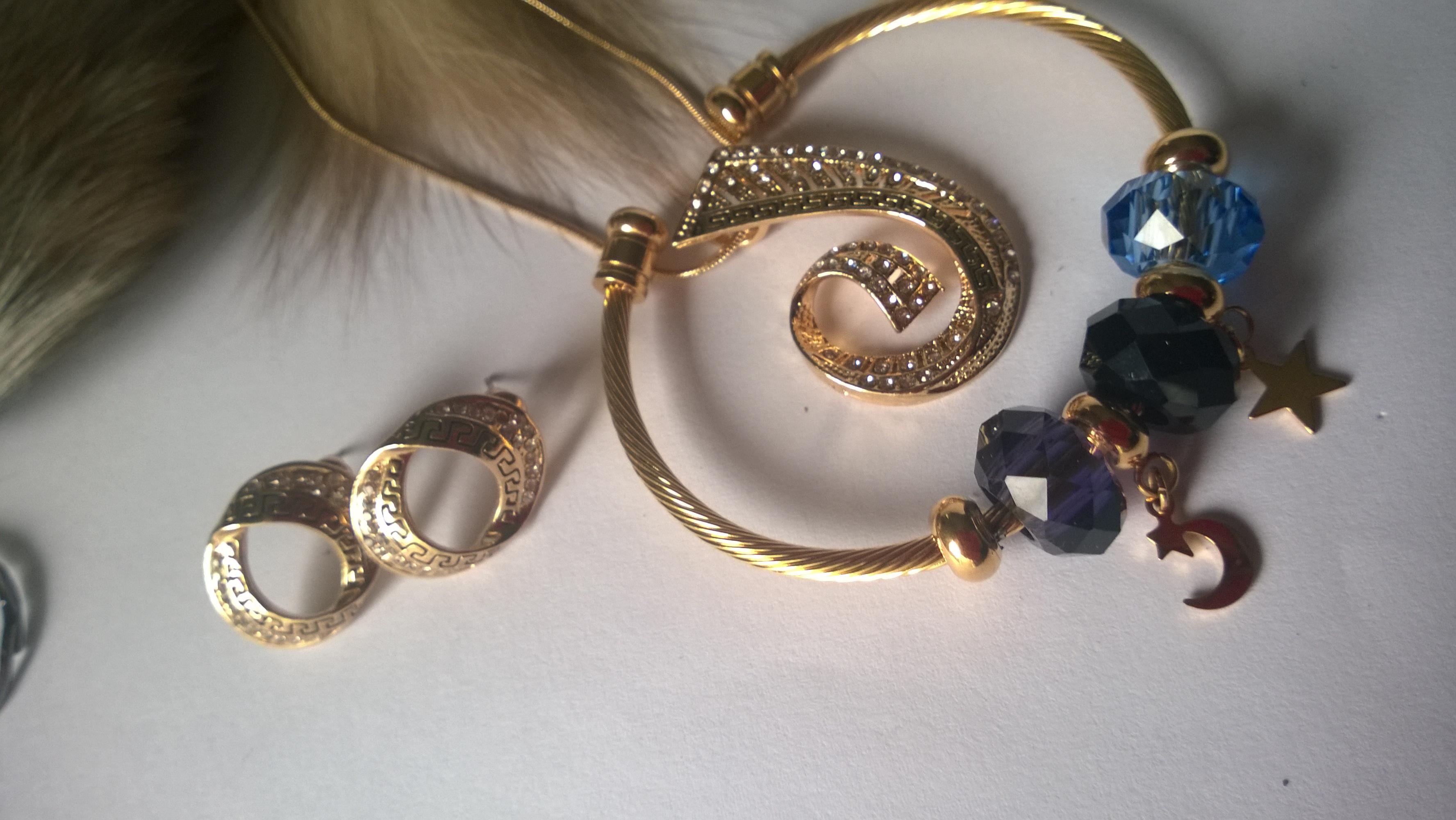 Колиета,обеци и гривна от стомана с кристали