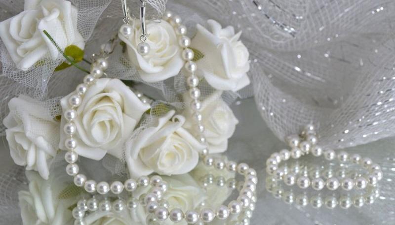 Комплект огърлица,гривна и обеци от естесвени перли