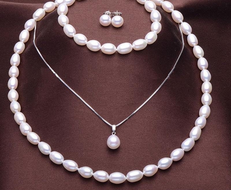 Бижута.Комплект от естествени перли с гаранция и сертификат