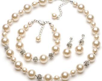 Комплекти от перли- огърлица, гривна и обеци от естествени перли от о-в Майорка